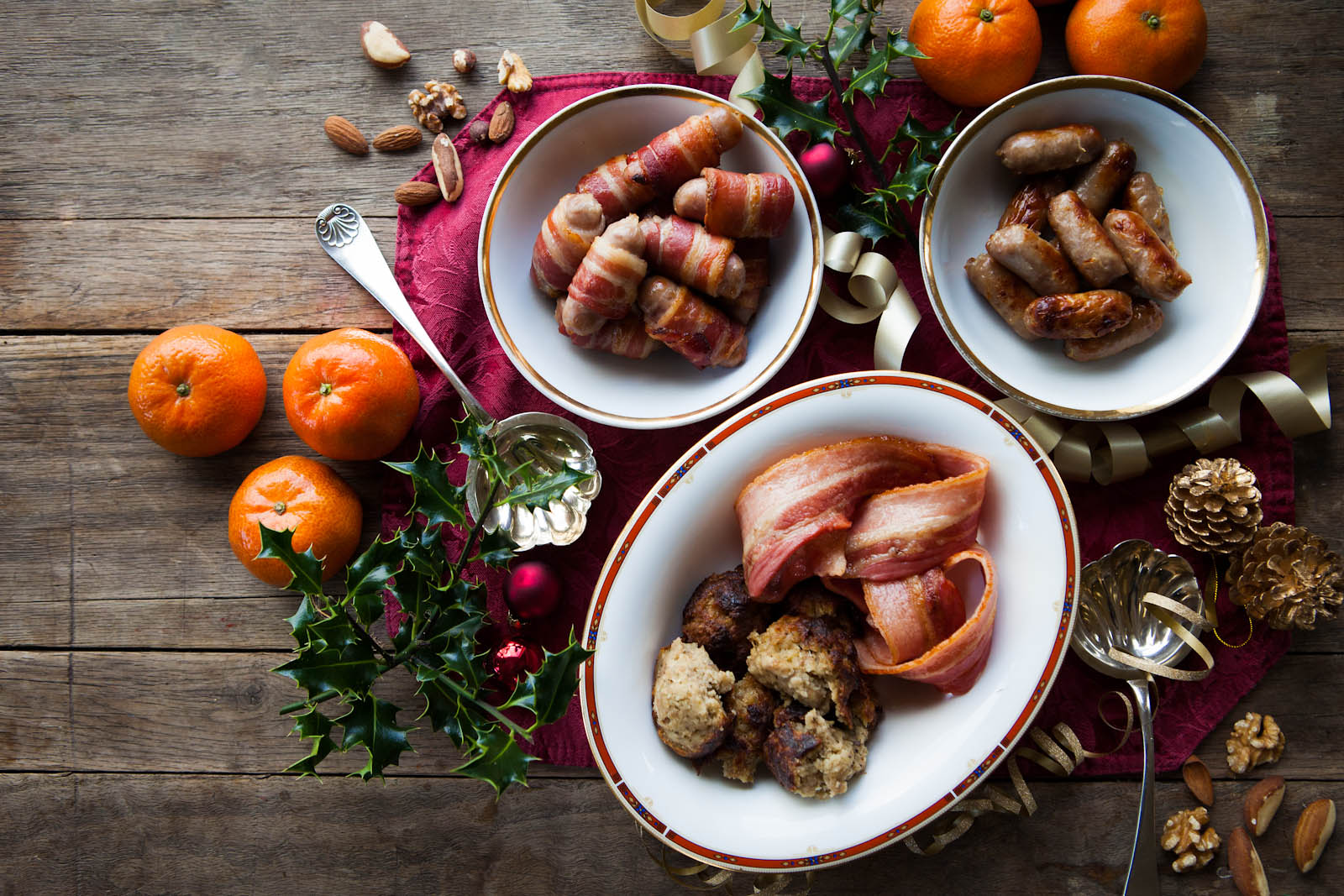 Chipolatas, streaky bacon and stuffing